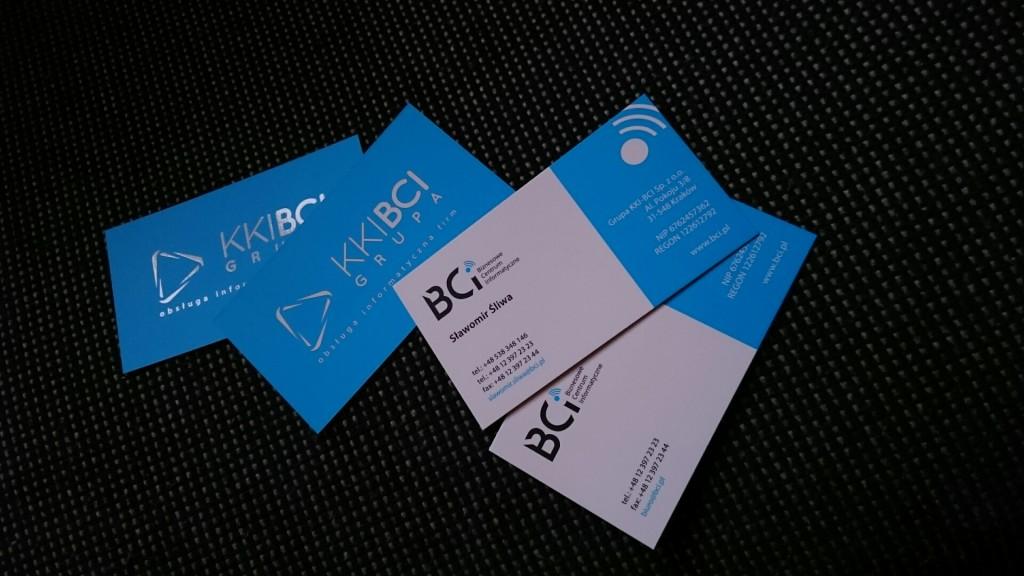 Wizytówki na Kredzie 350g z folią matową i lakierem wybiórczym UV dla KKI-BCI www.okiart.pl projketowanie wizytowki 24